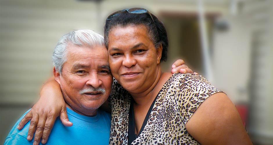 couple-at-senior-housing-1a-MASTER-940-500px